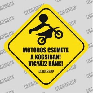 Motoros csemete a kocsiban! Vigyázz ránk! autómatrica, mágnesfólia 10×10 cm-től